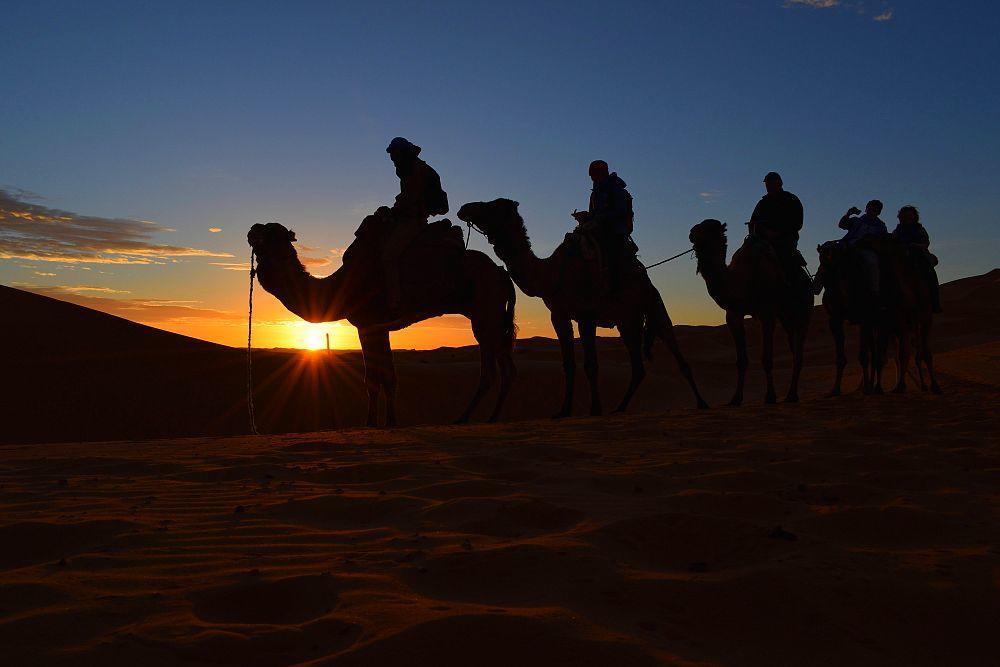 Coucher et lever de soleil désert