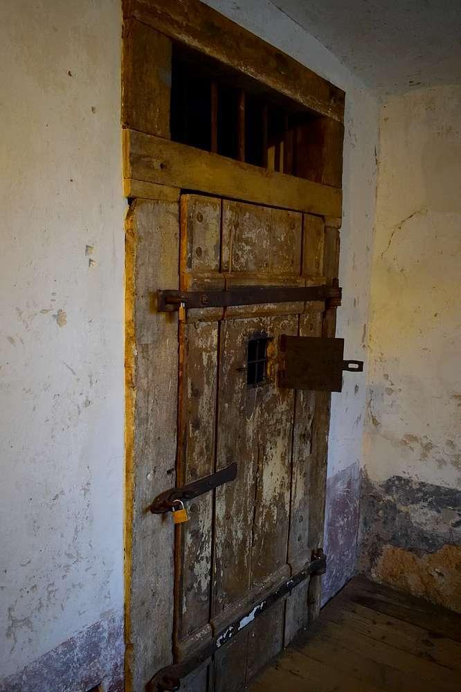 Porte cellule château fort