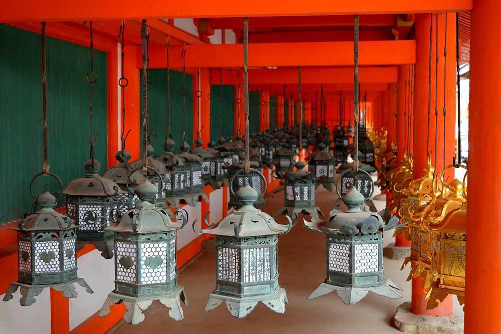 Lanternes Nara suspendues