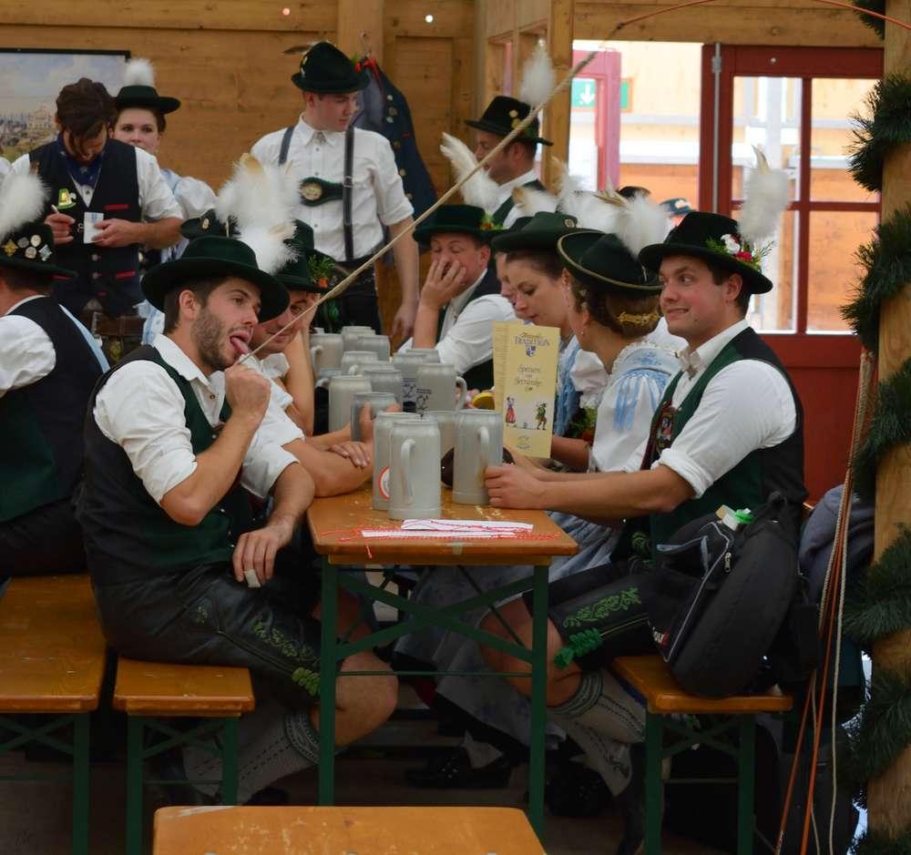 costumes bavarois oktoberfest