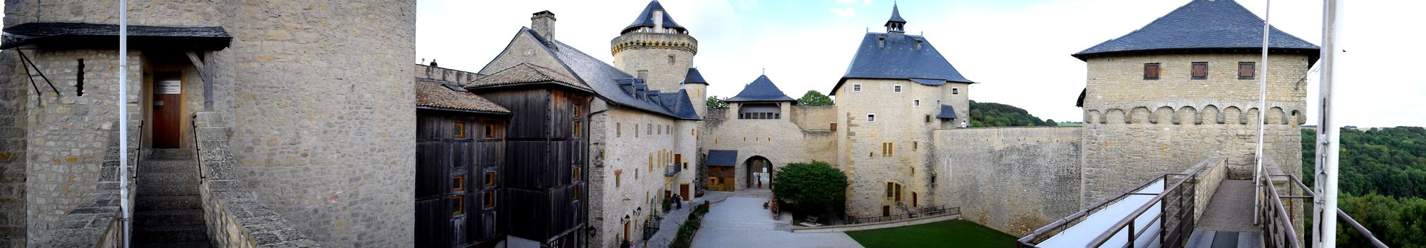 panoramique-large-chateau-malbrouck