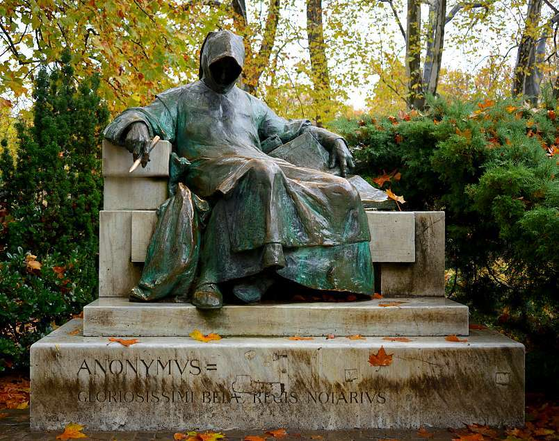 Statue Anonymus