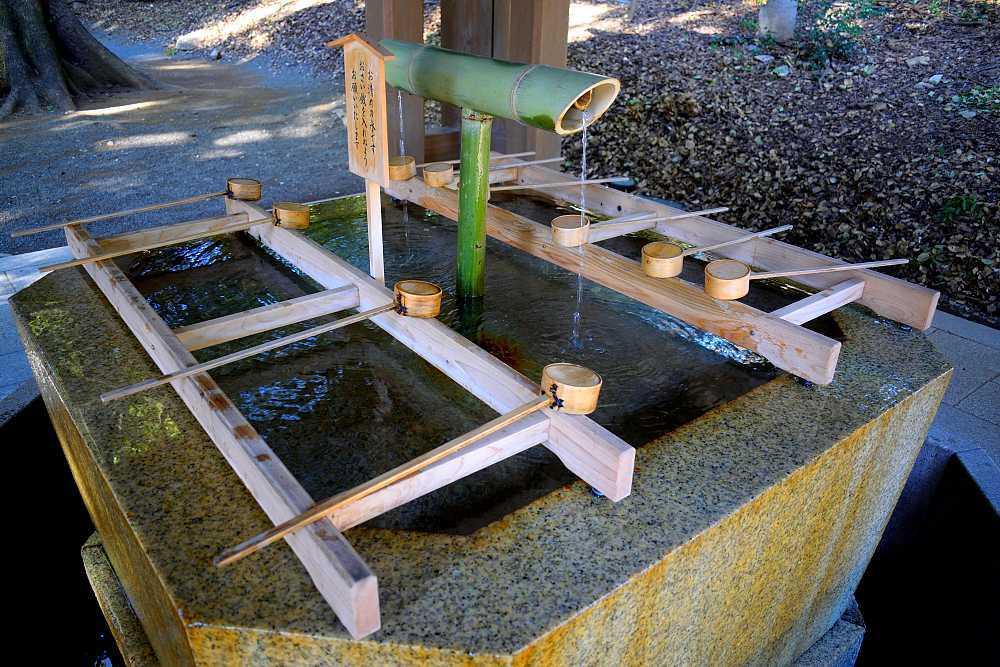 Fontaine shintoiste temizuya