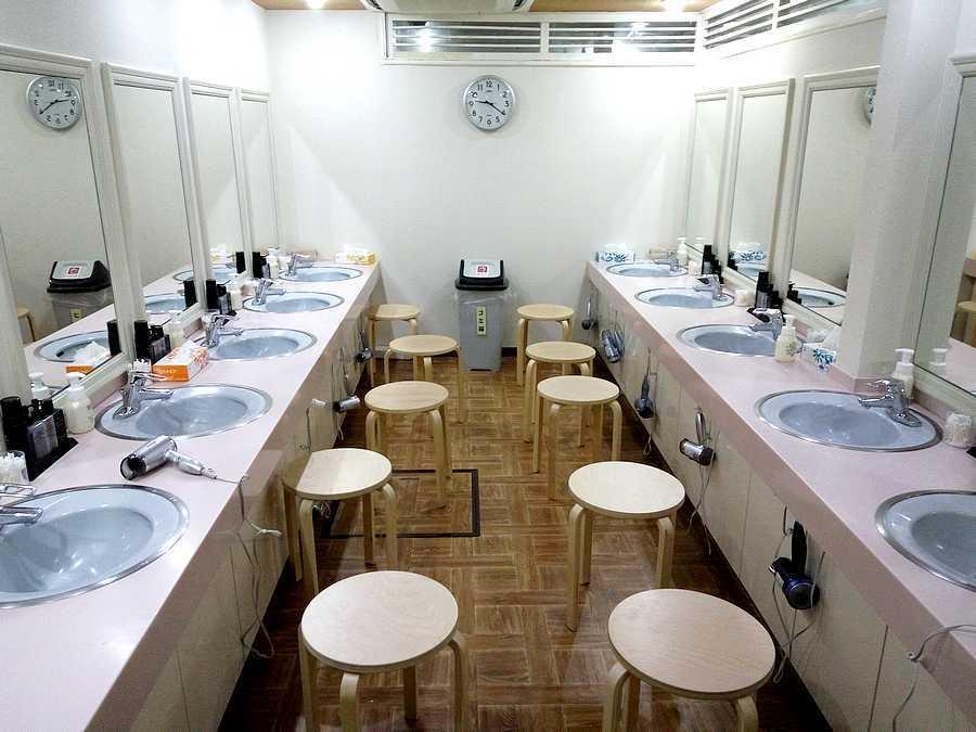 Salle de bain hôtel capsule