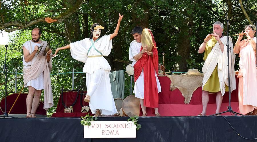 danse et chant romain