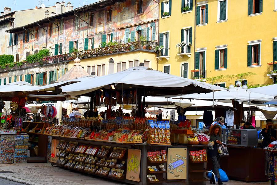 Piazza Delle Erbe marché
