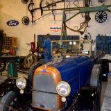 vieil-atelier-de-reparation-voiture